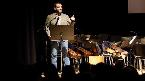 El alcalde de Almería asiste al concierto benéfico de Nuevo Rumbo