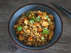 Receta de arroz frito con gambas y pollo