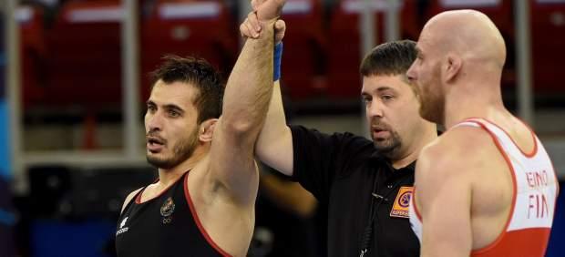 Histórico Taimuraz Friev: se cuelga la primera medalla masculinaespañola en un Mundial de lucha