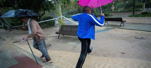 Las lluvias se trasladan este lunes a Canarias y los avisos por riesgo se reducirán a La Palma y A ...