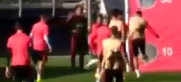 Sergio Ramos lo paga con el canterano Reguilón y le da un balonazo
