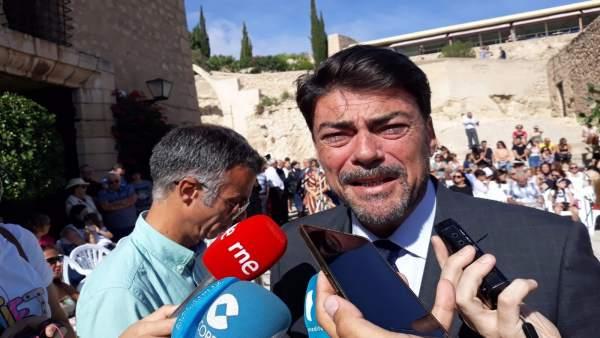 El alcalde de Alicante, Luis Barcala, en el Castillo de Santa Bárbara