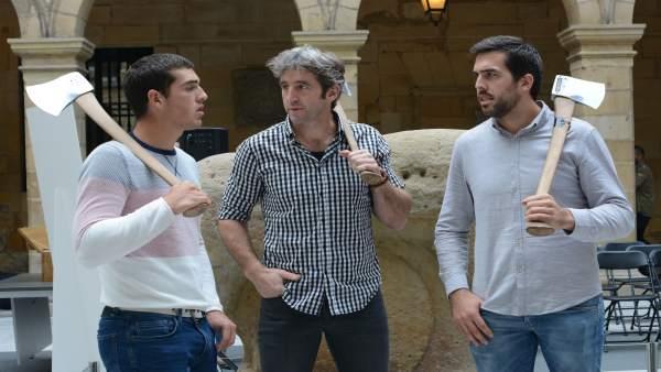 Los aizkolaris Aitzol Atutxa, Iker Vicente y Xabier Orbegozo