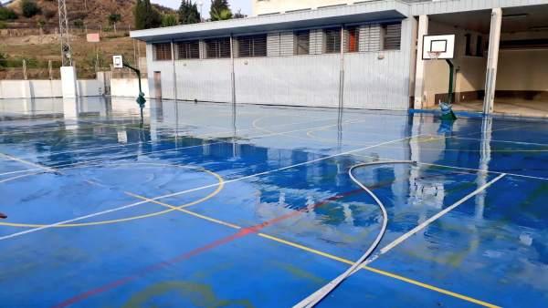 Colegio de Estepona limpio tras las intensas lluvias