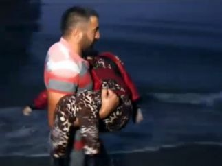 Rescate de una niña refugiada