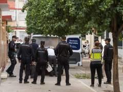 Matan a puñaladas a una mujer en el rellano de su portal en Sevilla