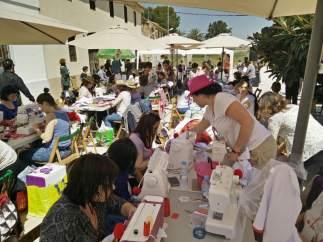 Imagen de archivo de evento solidario de costura
