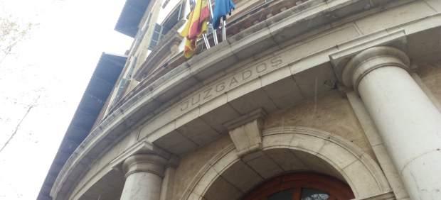 Condenan a un hombre a indemnizar con 6.500 euros a un técnico y una médica del 061 por una ...