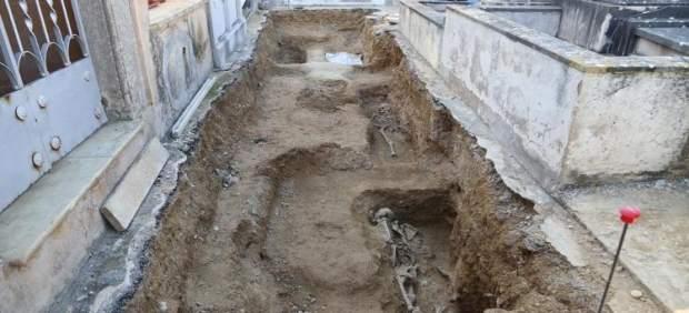 Aparecen dos cuerpos más en la fosa de Calvià y la pierna de un tercero que elevan a cuatro las ...
