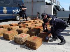 La Policía detiene a diez personas y requisa 1.400 kilos de coca después de asaltar un remolcador en el Atlántico