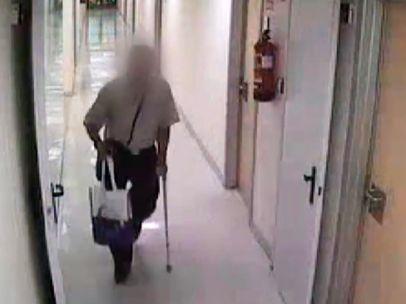 Un ladrón roba a pacientes en hospitales