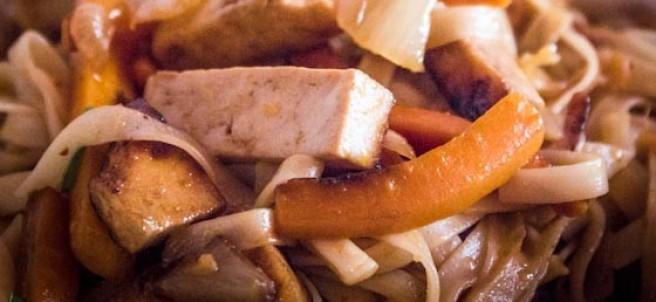 Noodles con tofu y kimchi
