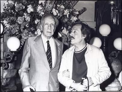 Jorge Luis Borges, al costat del fotògraf José María Fernández