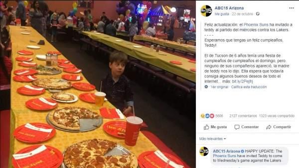 Un niño de seis años se queda solo en su fiesta de cumpleaños