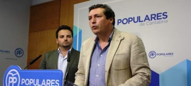 El portavoz del PP y el presidente de NNGG en rueda de prensa