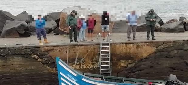 Patera llegada al Muelle de La Santa con 27 inmigrantes