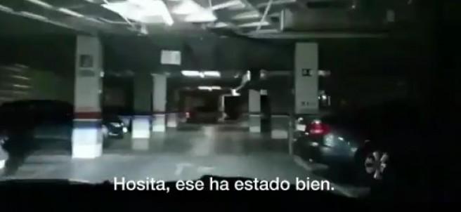 Dos agentes realizan un rally en el parking