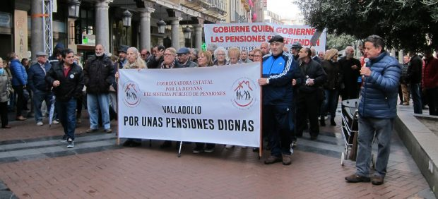 El Gobierno revalorizará las pensiones por real decreto antes de fin de año si no hay Presupuestos