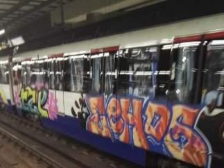 Grafitis, pintadas en Metro