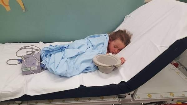 """""""Esto es lo que hace el bullying"""": la desoladora imagen de una niña en un hospital tras sufrir acoso escolar"""