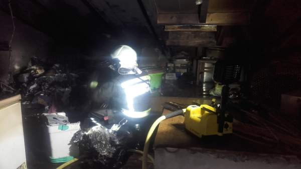 Bomberos en incendio vivienda Arenas de Iguña