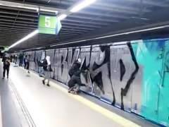 Grafiteros en el Metro de Madrid