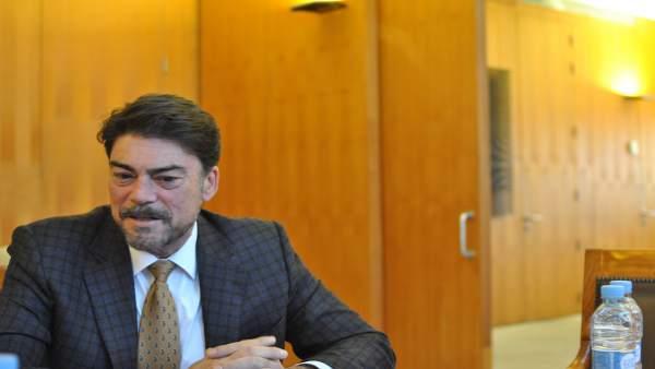 Luis Barcala durante la entrevista