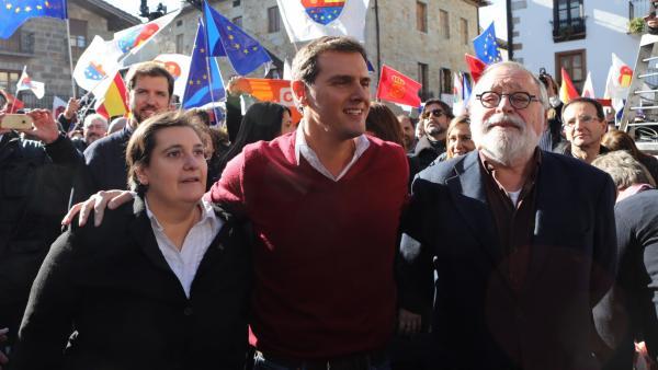 Albert Rivera, Beatriz Sánchez y Fernando Savater, en Alsasua.