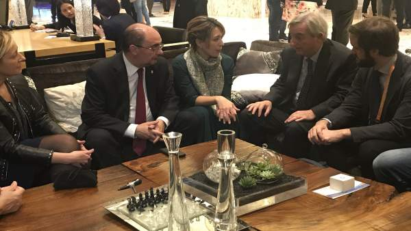El presidente Lambán con la secretario de estado y el embajador.