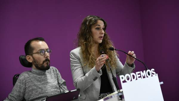 Los portavoces de Podemos, Pablo Echenique y Noelia Vera.