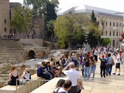 Turismo en el teatro romano de Málaga.
