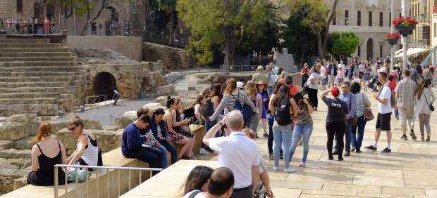 Turismo, aeronáutica, paro o listas de espera, las luces y sombras de Andalucía