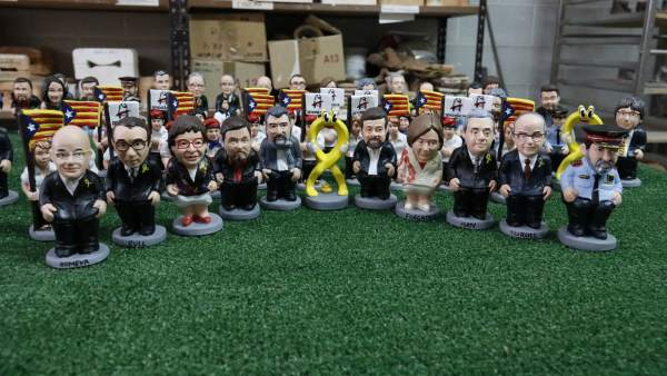 Los nuevos caganers de esta Navidad con el lazo amarillo y los políticos en prisión por el 'procés'.