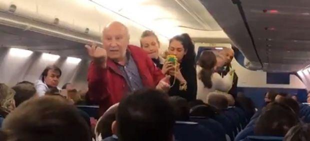 Una pareja de ancianos es expulsada de un vuelo de KLM