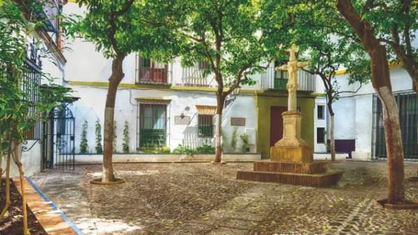 Tarjeta de Correos de la plaza de Santa Marta de Sevilla con olor a azahar