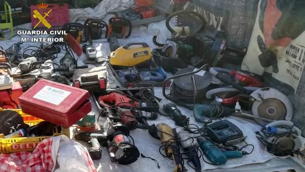 Guardia Civil sorprende a una persona vendiendo un centenar de objetos robados