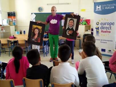 La Diputación lleva a los colegios 'Cuentacuentos sobre la UE'.