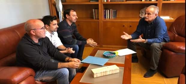 El senador por Mallorca del PP, Miquel Ramis, se reúne por Es Murterar