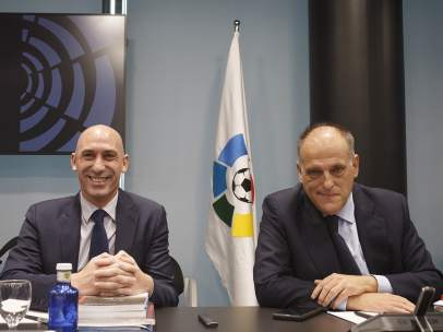 Luis Rubiales y Javier Tebas antes de la Asamblea Gerneral Extraordinaria