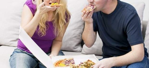 ¿Tener pareja engorda? Hasta ocho kilos el primer año, según estudios