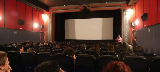 Imagen del interior de la sala del cine Maldà de Barcelona.