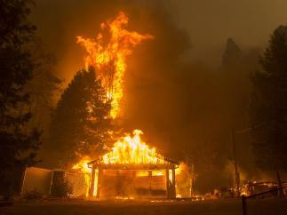 Casa ardiendo en Paradise