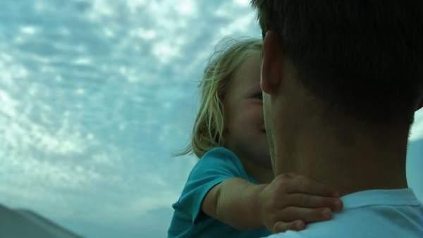 Un padre y una niña