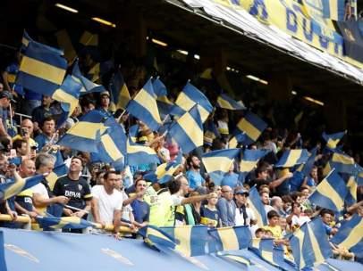 Los hinchas de Boca Juniors llenan La Bombonera.