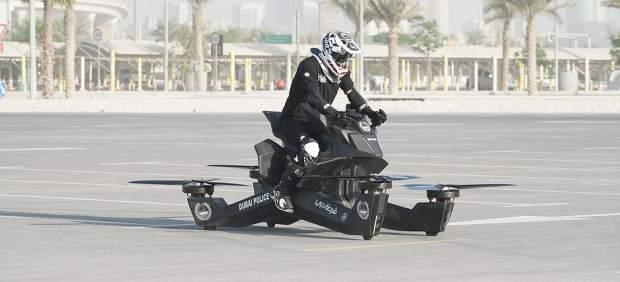 La Policía de Dubai comienza a entrenar con motos voladoras