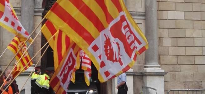 Protesta de UGT y CCOO ante el Palau de la Generalitat.