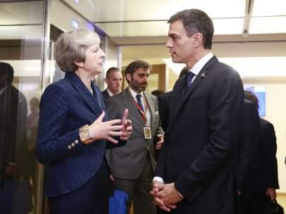 Pedro Sánchez y Theresa May
