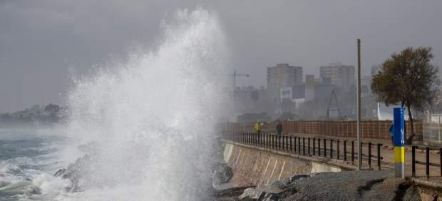 La lluvia obliga a cortar carreteras en Cataluña y Comunidad Valenciana y retrasos en el transporte