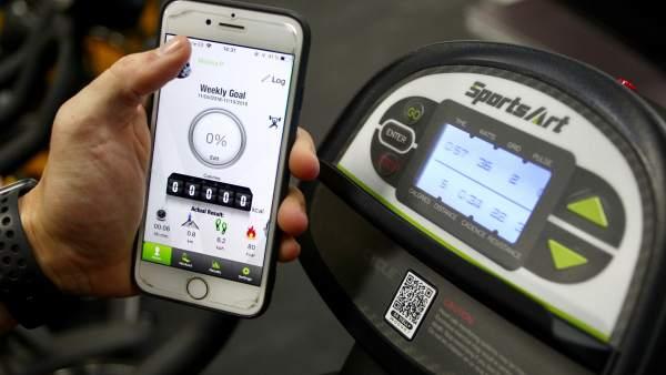 Controla de rendimiento sobre la bicicleta de MoveWatts en una aplicación móvil.
