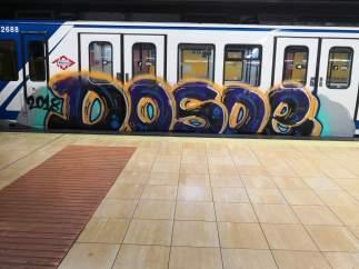 Vagón de Metro con grafitis